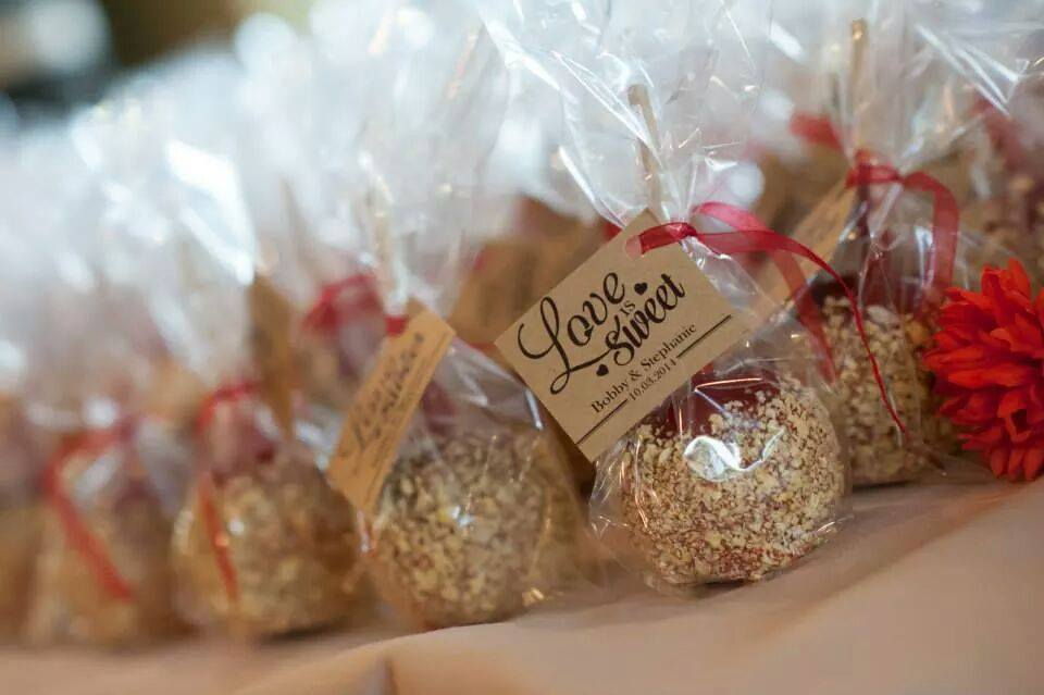 Caramel apple wedding favors daffy farms blog for Candy apple wedding favors
