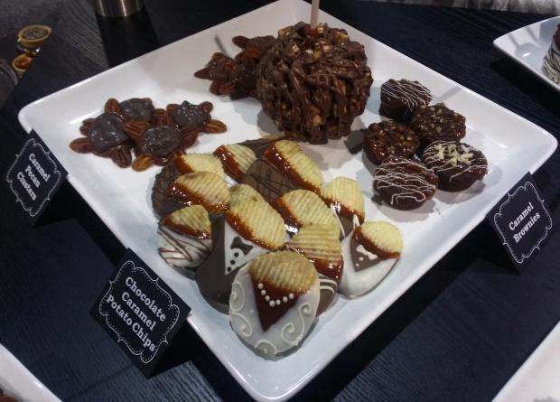 Large Dessert Plate - Use